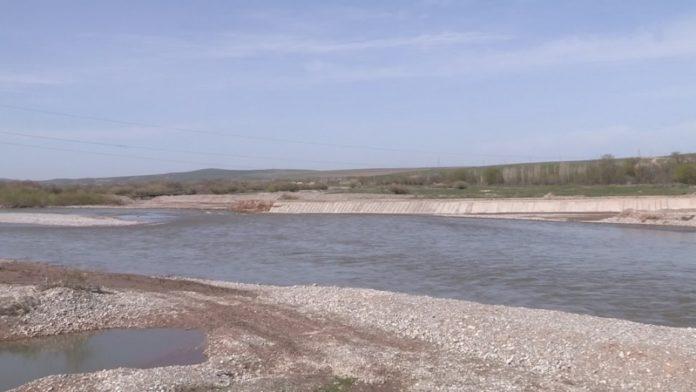 Река вышла из берегов после обильных дождей