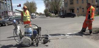 Покраска разделительных линий и пешеходных дорог города