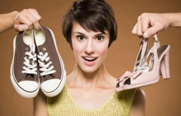 Медики говорят, что на обуви хоть маленький каблучок, да должен быть – так нагрузка на стопу распределяется равномерно