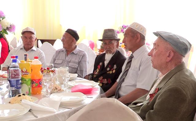 Всего в Аль-Фарабийском районе проживают 68 ветеранов войны и 1900 тружеников тыла