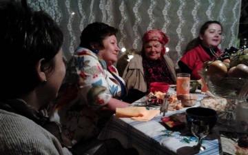 Слева направо: В. К. Куликова, Анна Петровна (моя бабушка), я- Марина Низовкина.