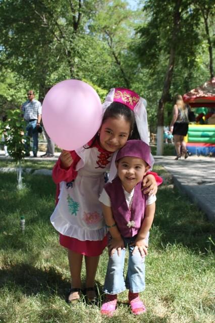 Счастливые лица детей