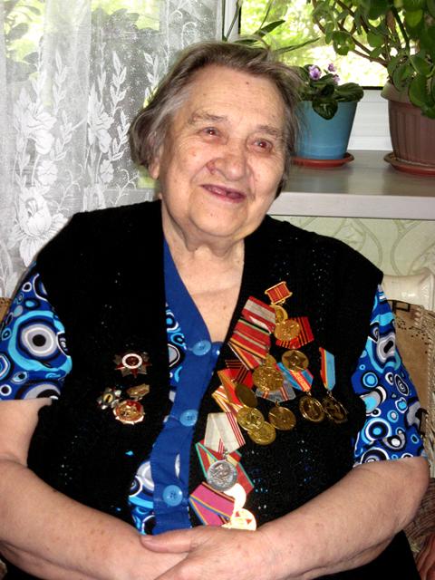 Наталья Угарова - ветеран Великой Отечественной войны, визитом ребят осталась довольна