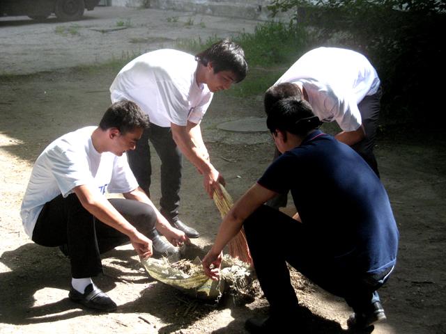 В планах ребят - до 9 мая навестить всех ветеранов войны, которые живут в Шымкенте