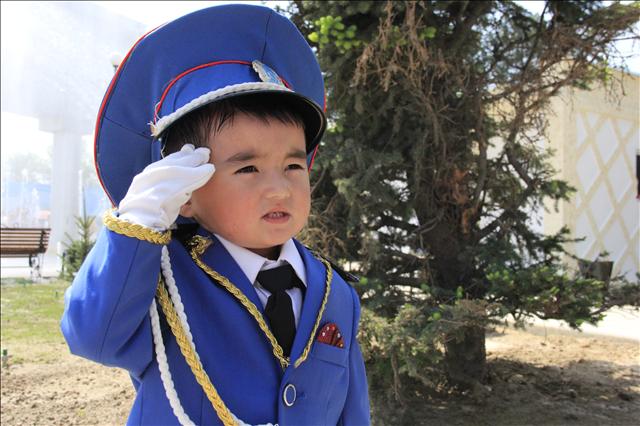 Самые маленькие шымкентцы в музыкальных постановка показывали, что из них вырастут достойные защитники Родины