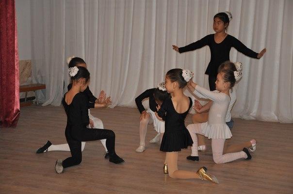 Сейчас юные шымкентские танцоры готовятся к новому конкурсу