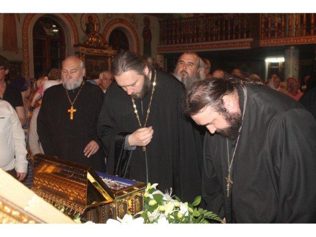Первыми поясу Богородицы поклонились священники
