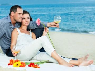 Процентов девяносто тех, кто заводит романтические отношения, сразу ограничивают их рамками отпуска