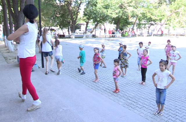 Танцы и эстафеты для этих ребят - любимое развлечение
