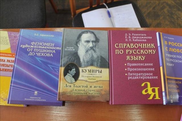 Книги самые разные: от художественной литературы до справочных пособий