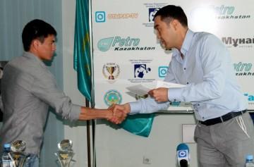 Аскар Турисбеков поздравил лучших боксеров и тренеров юга