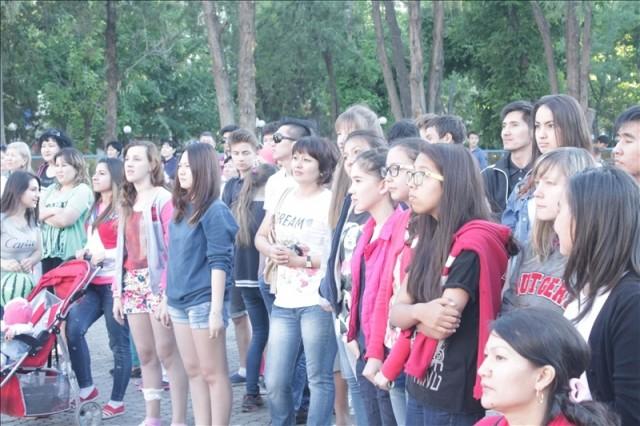 Посетив это мероприятие, шымкентская молодежь поддержала эту акцию