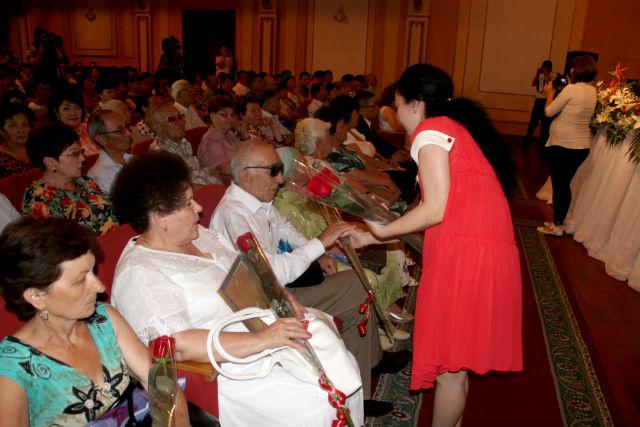 Награды и поздравления в третье воскресенье июня, получили все работники медицины