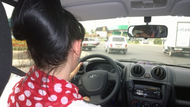 У девушек таксистов уже есть постоянные клиенты, которые хотят видеть за рулем такси по вызову только их