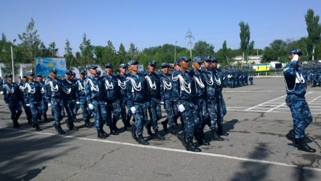 Строевые приемы - важный элемент в подготовке полицеских