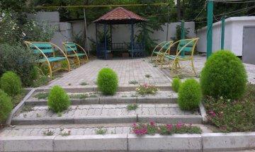 Двор дома №21 по улице Тыныбаева