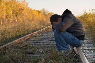 Если человек хочет на самом деле покончить жизнь самоубийством, он не будет никому сообщать, а сделает это в одиночестве, без свидетелей