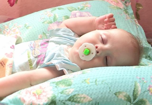 Сыну Марины всего 5 месяцев, а дочери около 3 лет