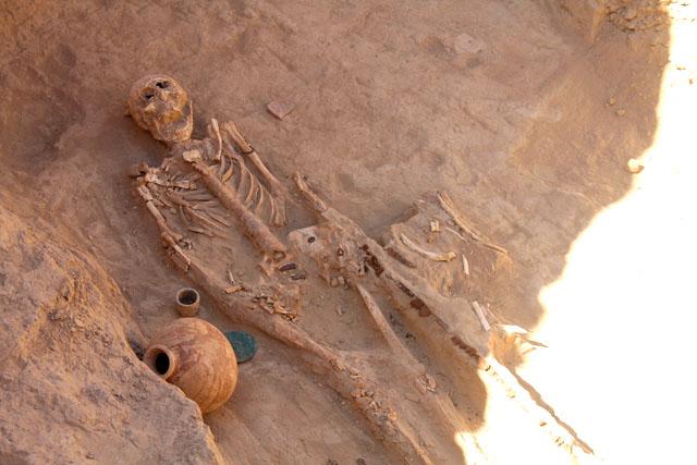 Уникальные украшения из золота и хрусталя, драгоценные камни и предметы быта обнаружили археологи Южного Казахстана