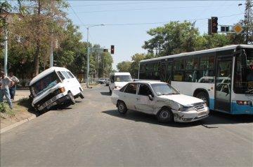 ДТП с участием маршрутного такси марки Мерседес и автомобиля ДЭУ Нексия