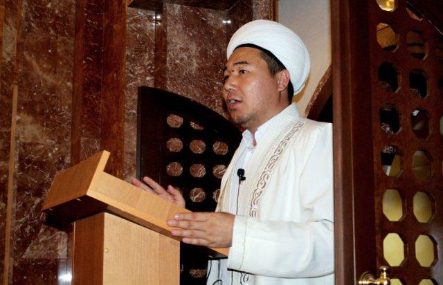 Главный имам ЮКО читает проповедь