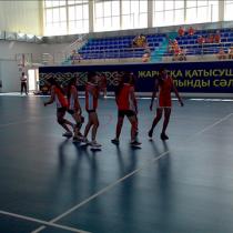 Команда Тюлькубасского района празднует первый гол