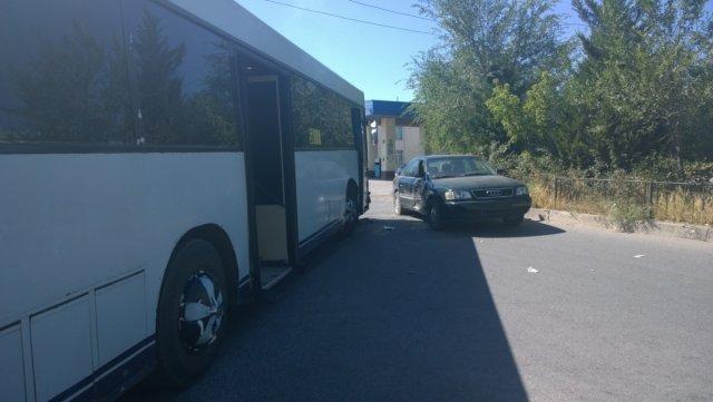 Автобус с пассажирами врезался в иномарку
