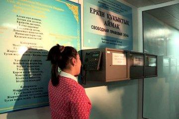 """Специально для пациентов в клинике """"Дау-Мед"""" установили ящики-предложений и открыли горячую линию, по которой посетители могут позвонить и сообщить о нарушениях"""