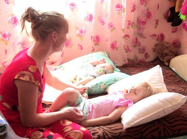Девушка не успела собрать документы на социальное жилье, и сейчас живет у приютивших ее людей