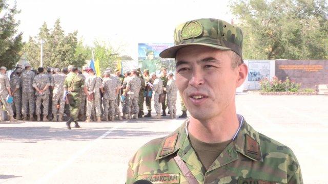 """""""Технику безопасности необходимо знать, чтобы, в первую очередь, не было не боевых потерь при выполнении поставленных задач"""" - говорит руководитель занятия майор Кенен Толтыбаев."""