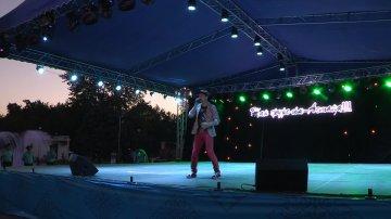 Ерболат Худайбергенов зажег толпу своими зажигательными песнями