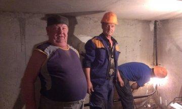 «Проржавевшие стояки меняют, вентили, краны проверяют», – говорит Юрий Михайлович