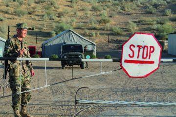 Хоть и спокойно на границе, наши защитники не расслабляются. С закатом солнца служба тоже не заканчивается