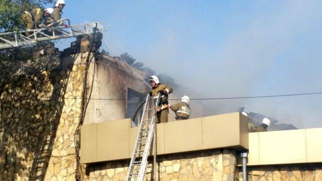 Пожар на территории верхнего рынка вспыхнул около 5 часов вечера
