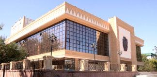 Тем временем, в театре им.Шанина подрядчики закончили фасад здания. Впереди ремонтные работы внутри театра, которые продлятся более 4-х месяцев