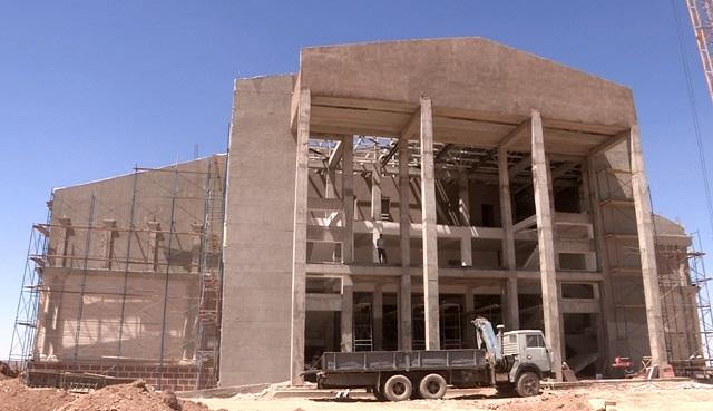 В новом русском драматическом театре, строительство которого завершается в микрорайоне Нурсат, отсчет времени до открытия идет на дни