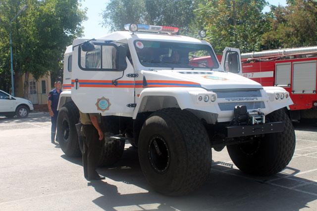 Этот шестиколесный вездеход - настоящая гордость спасательной службы ЮКО