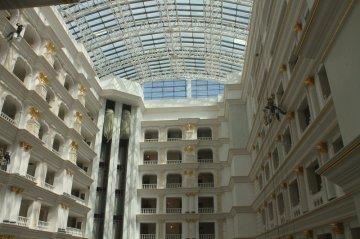 """Двенадцать этажей отеля """"Rixos"""" венчает прозрачный потолок"""