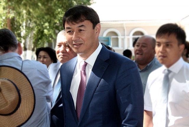 Аким Шымкента, Дархан Сатбалды тоже посетил ярмарку вакансий