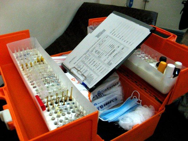 В чемоданчике санитарных врачей есть все необходимое для оказания первой помощи