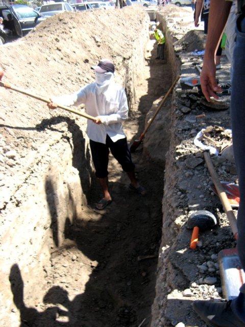 Артефакты находились под землей, вдоль оживленной дороги на глубине 1,5 метра