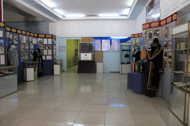 Выставка знакомит посетителей с жизнью и творчеством Ш.Калдаяков и других казахстанских композиторов