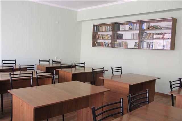 Здесь студенты читают книги и выполняют домашние задание