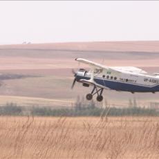 Самолет АН-2 «кукурузник» поднимается в небо