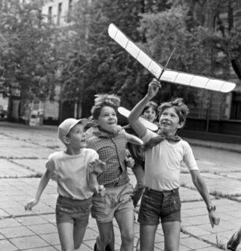 Ну, скажите, кто тогда из советской детворы не мечтал полетать на ракете?