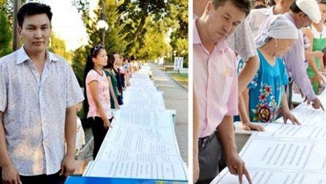 Молодой учитель истории Турар Омаров из Кентау, создал, пожалуй, самый большой в РК экземпляр конституции