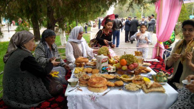 Каждый желающий мог бесплатно попробовать блюда национальной кухни, поучаствовать в конкурсе и познакомиться с культурой узбекского народа