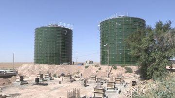 Два одинаковых цилиндрической формы резервуара – метантенки – используются для сбраживания осадков и получения газа