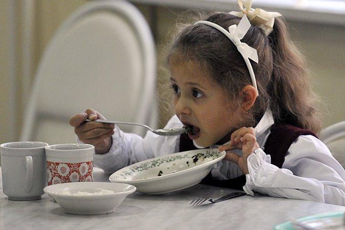 Стоимость школьных обедов для малоимущих детей вырастит