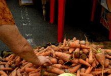Капуста 60 тенге, морковь 100 тенге за килограмм